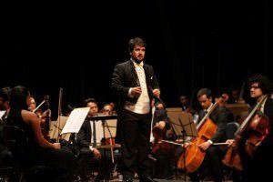 Um dos jurados é o maestro Leonardo Davi, da orquestra Camerata do Sesi. Foto: Divulgação
