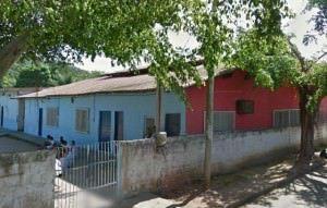 A escola Valeriana fica na região central de Nova Almeida, a cinco quadras da delegacia. Foto: Google Street View