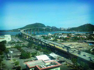 O fato aconteceu no domingo no vão central da Terceira Ponte. Foto: Divulgação Agência Brasil