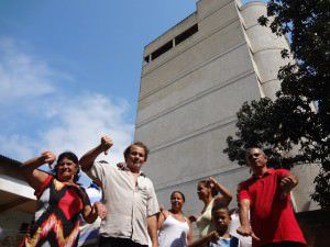Moradores pedem socorro as autoridades. Foto: Bruno Lyra
