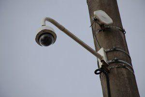 Câmeras vigiam ruas e praças em 74 bairros