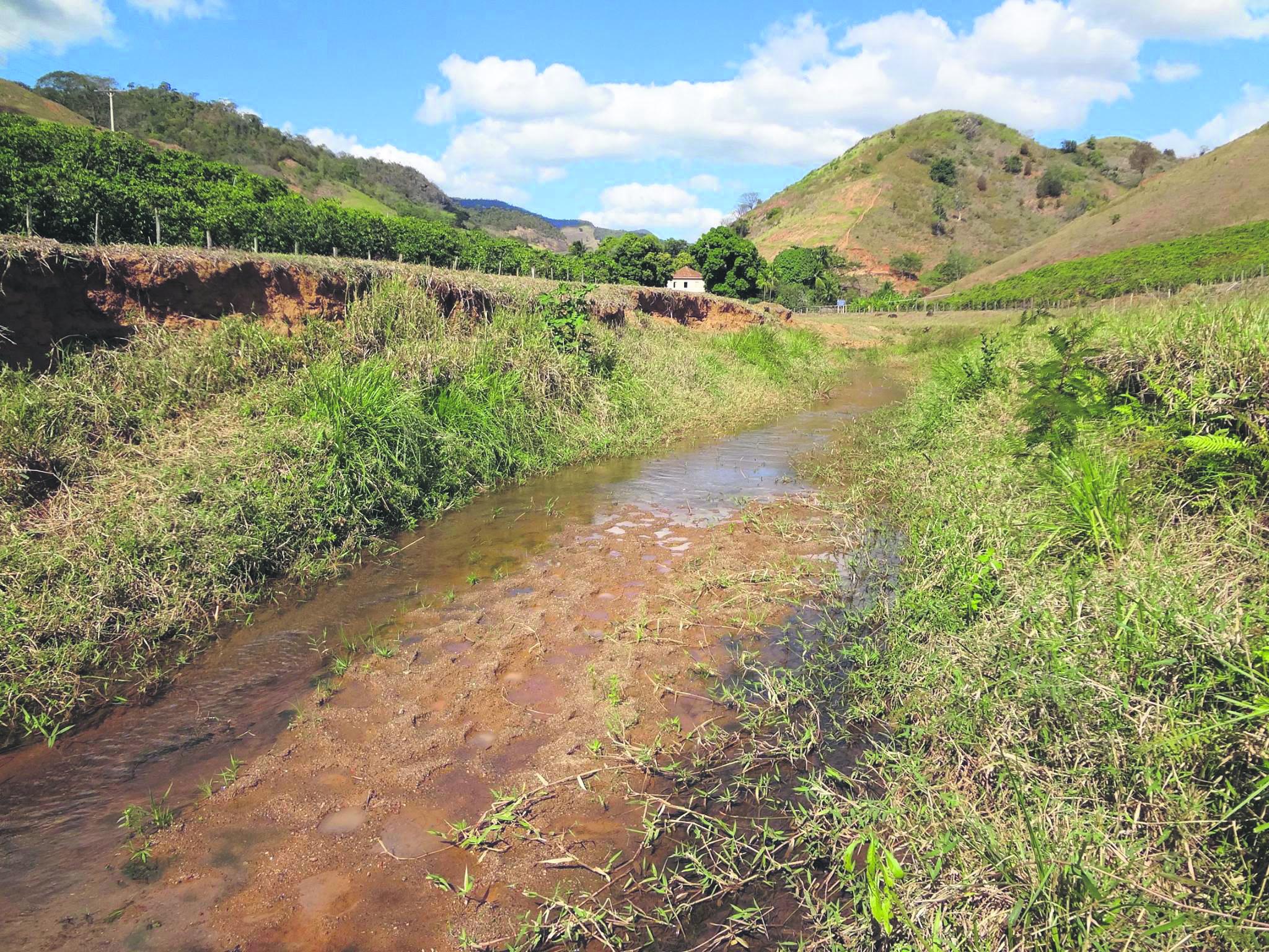 Em junho a situação do rio 5 de Novembro já era dramática e piorou nos últimos meses, gerando colapso de água na região. Foto: Fábio Barcelos