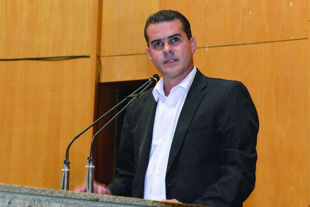 """Na Câmara da Serra é tudo seletivo, conforme o cliente e os interesses deles"" denuncia vereador"