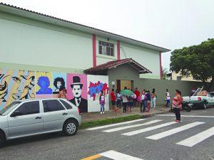 Comunidade faz rifa para reformar quadra de escola