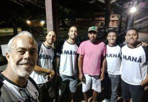 Amigos se reúnem há um ano para dar comida a moradores de rua na Serra