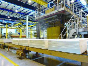 Produção industrial tem tímida  recuperação, mas segue em baixa