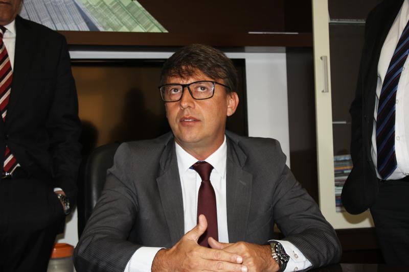 Antes líder da oposição na Câmara, Caldeira vive prévia de isolamento