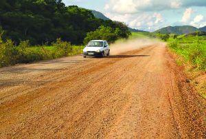 Asfalto da estrada do Queimado sumiu