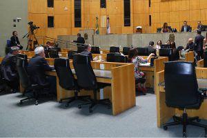 Governo pede urgência para PLs que abrem crédito de R$ 648,3 mil para concurso público