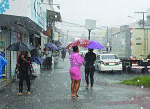 Frente fria chega nesta sexta e vai trazer chuva para o ES, diz Climatempo
