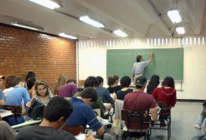 Provão gratuito para jovens e adultos completarem os estudos