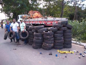Hidrômetros e pneus são descartados em área verde da Serra