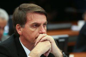 Bolsonaro recua, publica novo decreto sobre armas e proíbe porte de fuzis