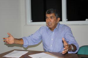"""Vidigal pressiona ministro, que diz poder """"reavaliar"""" cortes na Educação"""