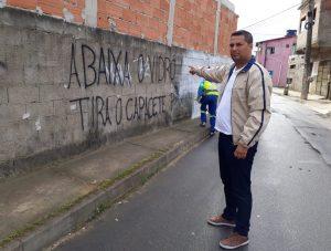 """Muro com """"regras do tráfico"""" é pintado após denúncia de vereador"""