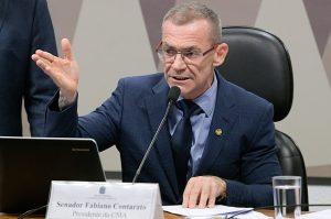 Contarato quer derrubar decreto de Bolsonaro que facilita porte de arma