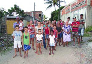 Famílias notificadas a deixar suas casas perto de lagoa