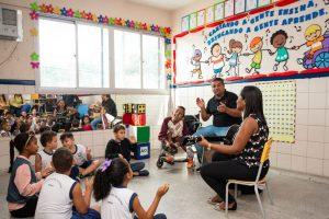 Música ajuda professores a ensinar alunos em escola da Serra