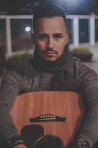 Italo Cosvosk lança primeiro álbum dia 16 nas principais plataformas digitais