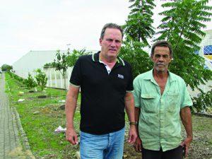 Fábrica planta árvores em rua e  planeja espaço de lazer em Feu Rosa