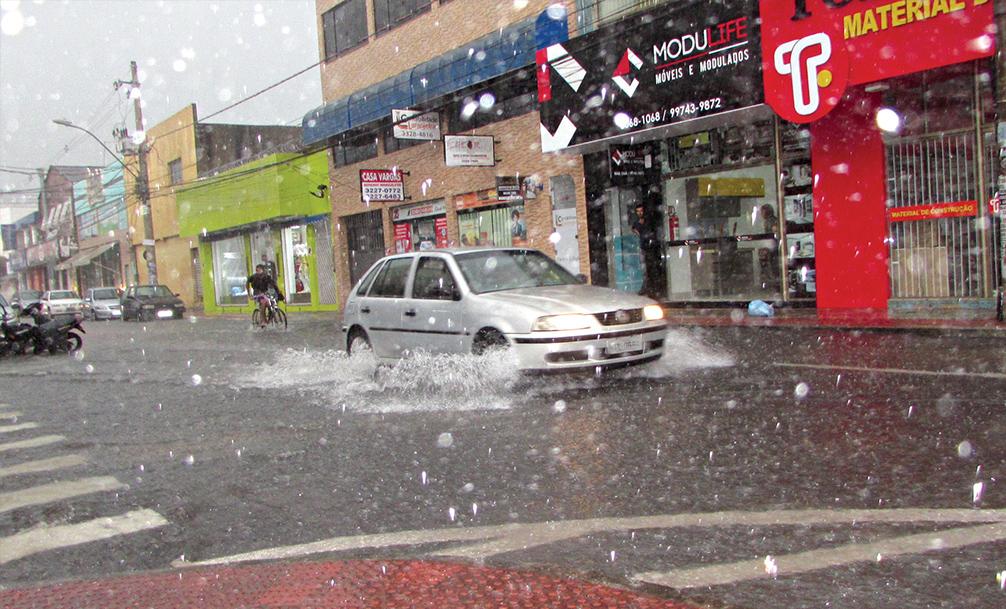 Instituto alerta para chuva forte, granizo e raios na Grande Vitória
