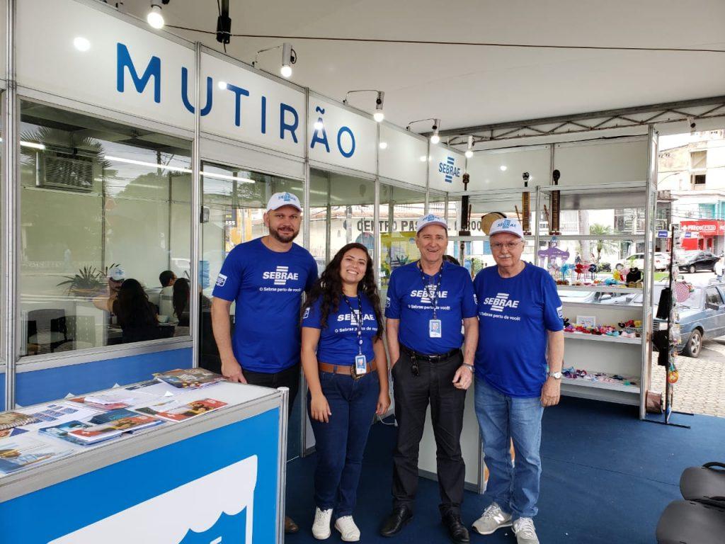 Equipe do Sebrae em Serra Sede para orientar e tirar dúvidas de empreendedores