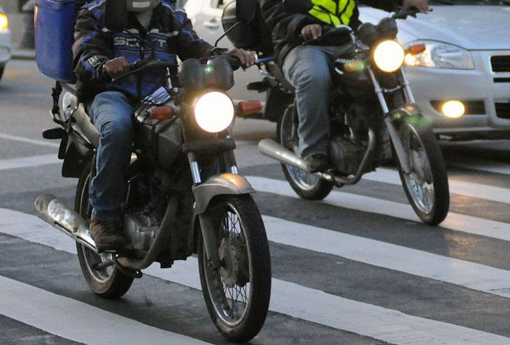 Motociclista vai receber indenização de R$ 7 mil por se acidentar em bueiro