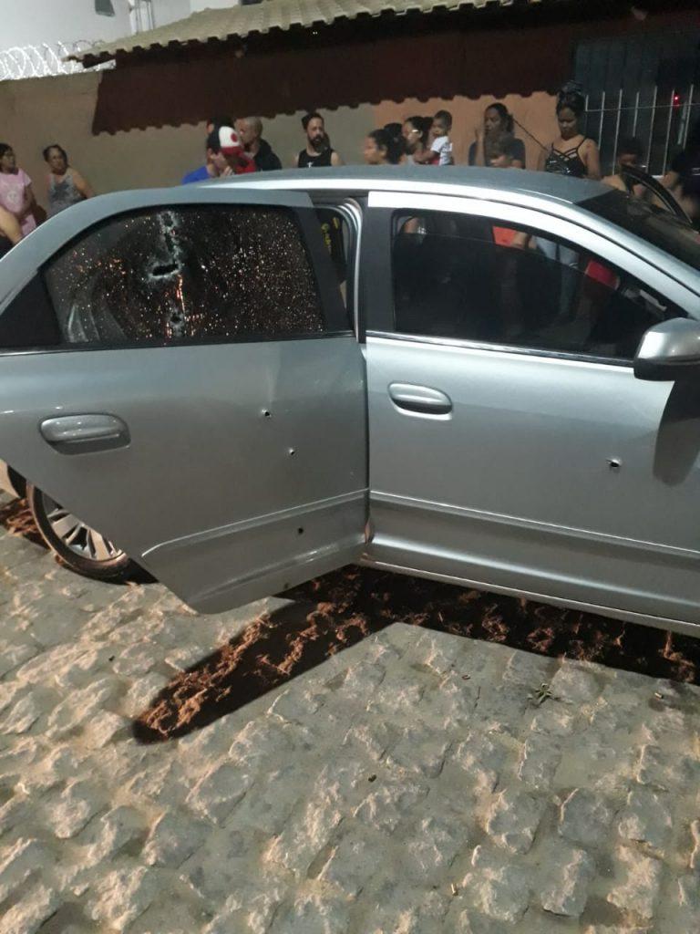 Homens são assassinados a tiros em frente a condomínio na Serra